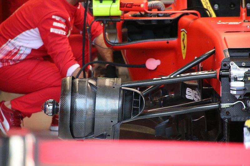 Ferrari SF90 dettaglio del cestello dei freni anteriore destro