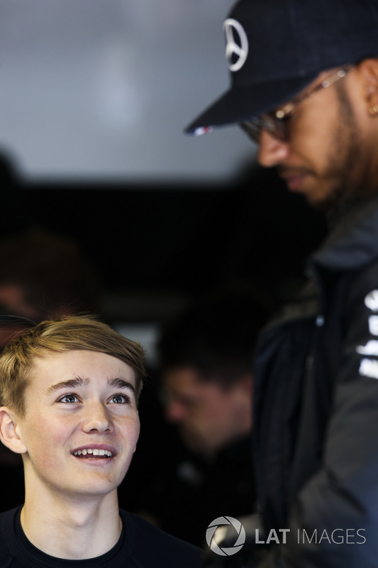 Lewis Hamilton, Mercedes AMG F1, mit Billy Monger