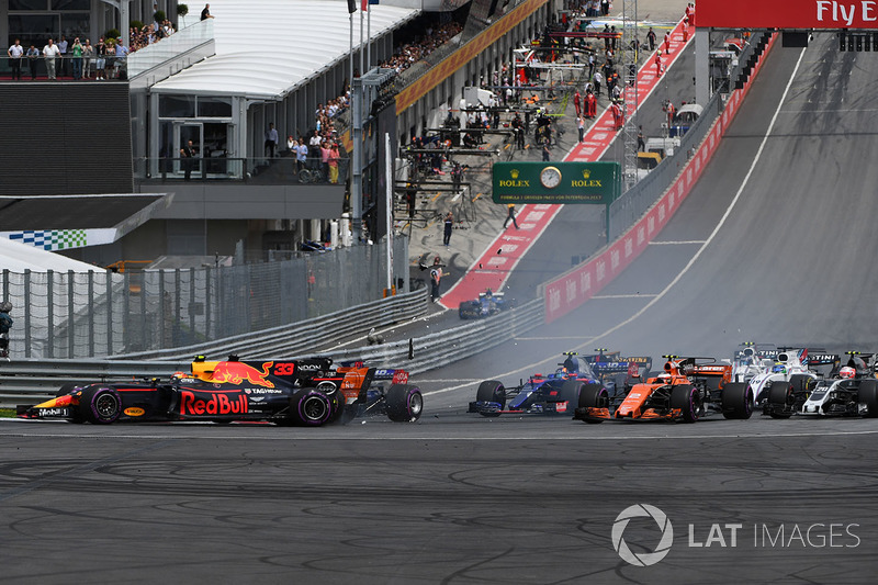 Макс Ферстаппен, Red Bull Racing RB13, зіткнення на старті гонки