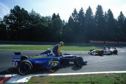 Ricardo Zonta, BAR 01-Supertec, is passed by team mate Jacques Villeneuve, BAR 01-Supertec
