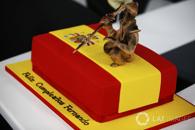 Pastel de cumpleaños de Fernando Alonso, McLaren