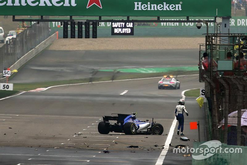Антонио Джовинацци – дважды разбитой машиной Sauber