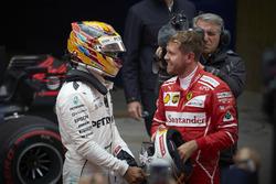 Lewis Hamilton, Mercedes AMG, et Sebastian Vettel, Ferrari dans le Parc Fermé