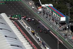 Daniil Kvyat, Scuderia Toro Rosso STR12 runs wide at the start of the race