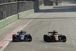 Джолион Палмер, Renault Sport F1 RS17, и Паскаль Верляйн, Sauber C36