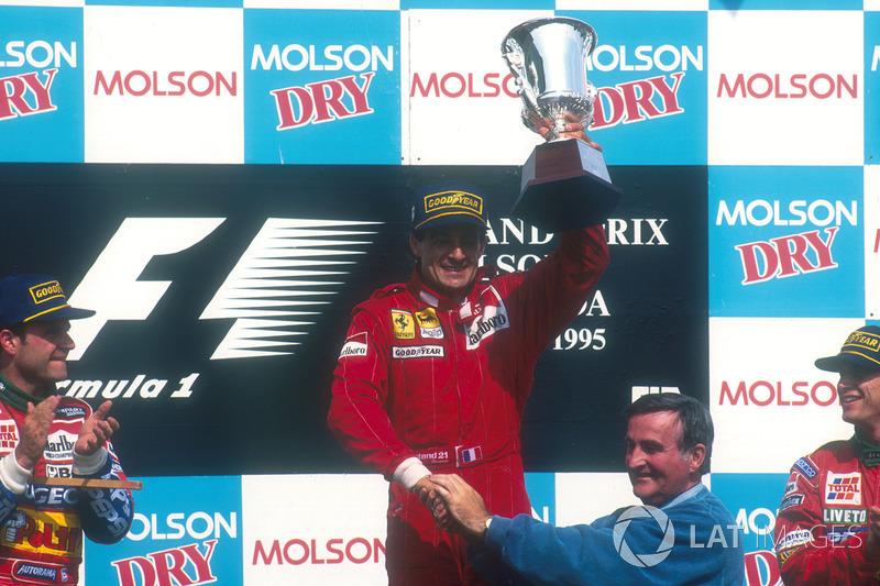 Podyum: Yarış galibi Jean Alesi, Ferrari, 2. Rubens Barrichello, Jordan, 3. Eddie Irvine, Jordan, Pi