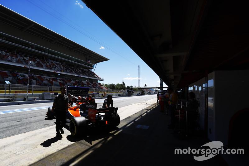 Fernando alonso mclaren mcl32 est ramen au garage gp for Garage formule m