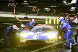 Pit stop, #66 Ford Performance Chip Ganassi Racing Ford GT: Joey Hand, Dirk Müller, Sébastien Bourdais