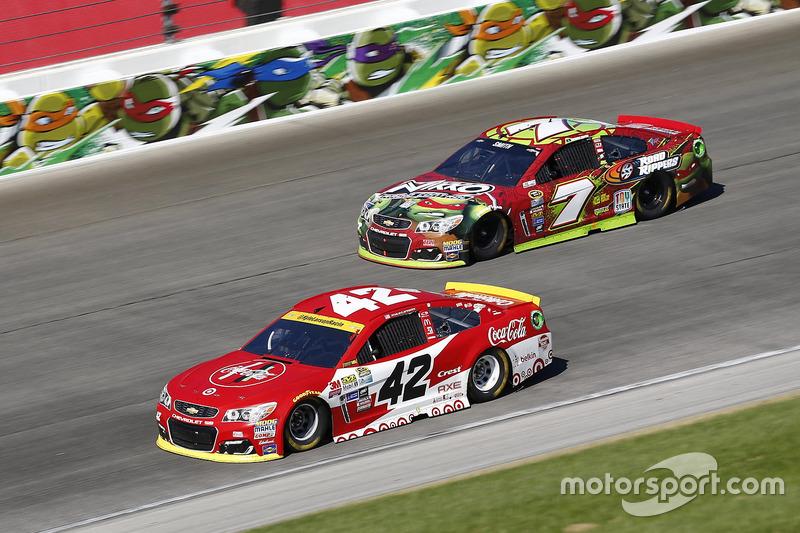 Kyle Larson, Chip Ganassi Racing Chevrolet, Ty Dillon, Tommy Baldwin Racing Chevrolet