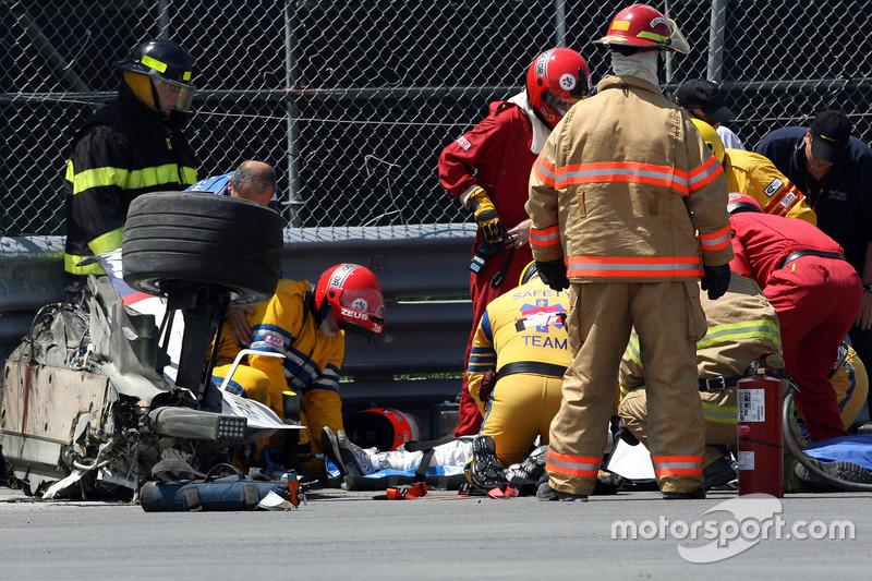 Robert Kubica, BMW Sauber F1 Team, F1.07, kecelakaan heavily saat race