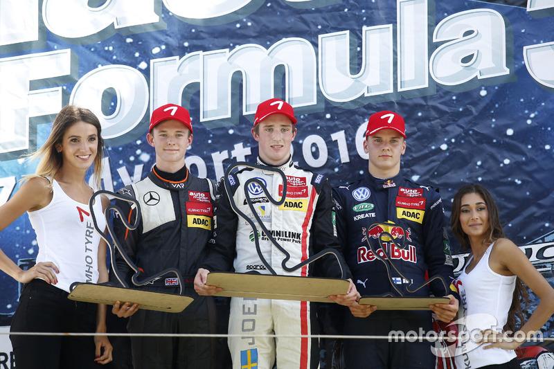 Podio: il vincitore della gara Joel Eriksson, Motopark Dallara F316 – Volkswagen; il secondo classificato Callum Ilott, Van Amersfoort Racing Dallara F312 - Mercedes; il terzo classificato Niko Kari, Motopark Dallara F316 – Volkswagen