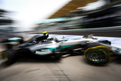 Nico Rosberg, Mercedes AMG F1 W07 Hybrid leaves the pits