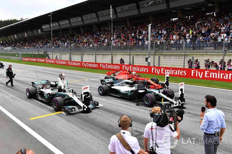 Lewis Hamilton, Mercedes-AMG F1 W09, Valtteri Bottas, Mercedes-AMG F1 W09 y Sebastian Vettel, Ferrari SF71H en parc ferme