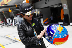 Actress Carina Lau with the helmet of Fernando Alonso, McLaren