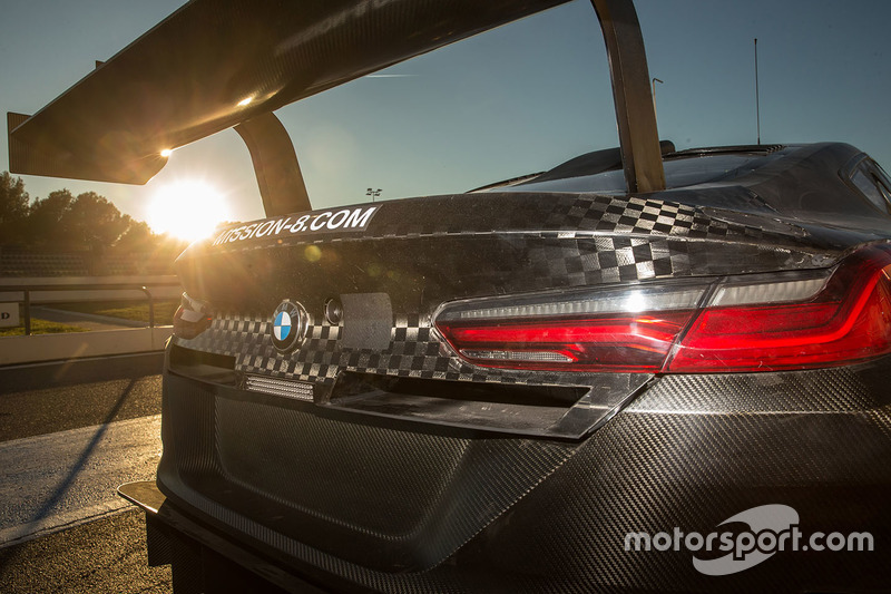 Vue détaillée de l'arrière de la BMW M8 GTE