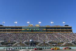 Brad Keselowski, Team Penske Ford, Kurt Busch, Stewart-Haas Racing Ford