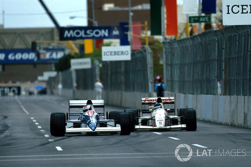 Жан Алезі (Tyrrell 018 Ford) випереджає на коло Мікеле Альборето (Arrows A11B Ford)