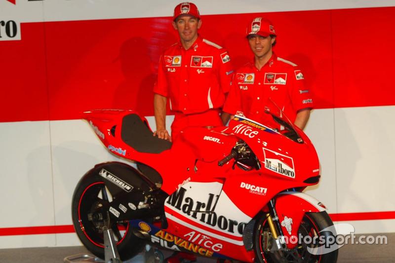 2004: Desmosedici GP4 (Лорис Капиросси и Трой Бэйлисс)
