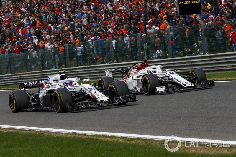 Sergey Sirotkin, Williams FW41 and Marcus Ericsson, Sauber C37 battle