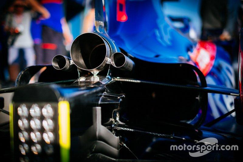 Toro Rosso STR14: Auspuff