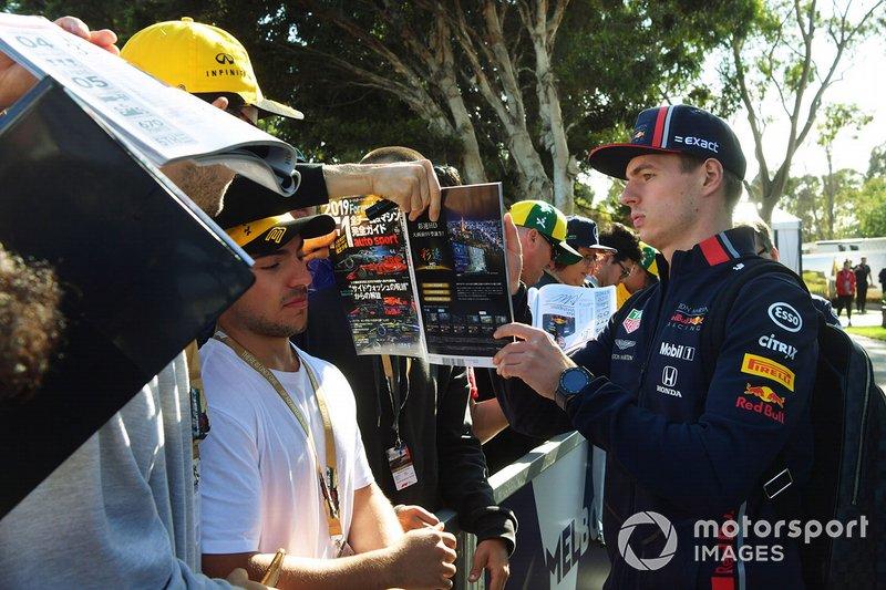 Max Verstappen, Red Bull Racing, firma autografi ai tifosi