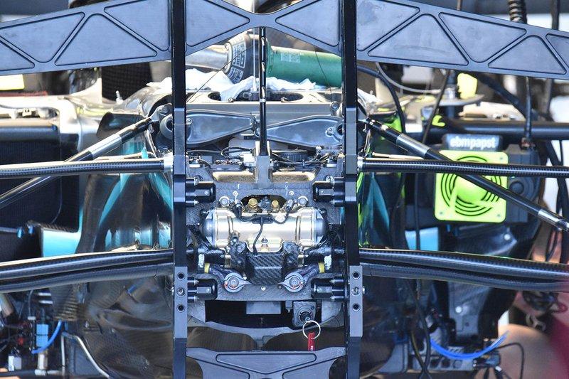 Mercedes W10: Aufhängung vorne
