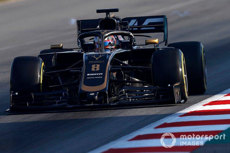 Romain Grosjean, Haas F1 Team VF-19 with rear wing vortex