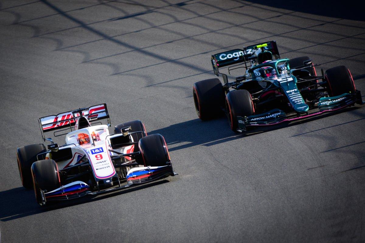 Nikita Masebin, Haas VF-21, Sebastian Vettel, Aston Martin AMR21