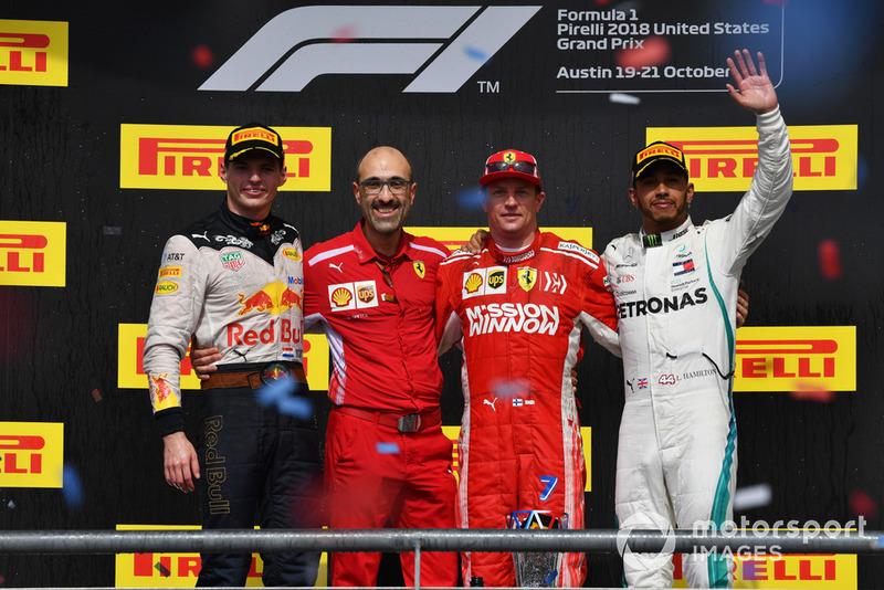 Podio: segundo lugar Max Verstappen, Red Bull Racing, ganador de la carrera Kimi Raikkonen, Ferrari y tercer lugar Lewis Hamilton, Mercedes AMG F1 con Carlo Santi, Ferrari ingeniero,