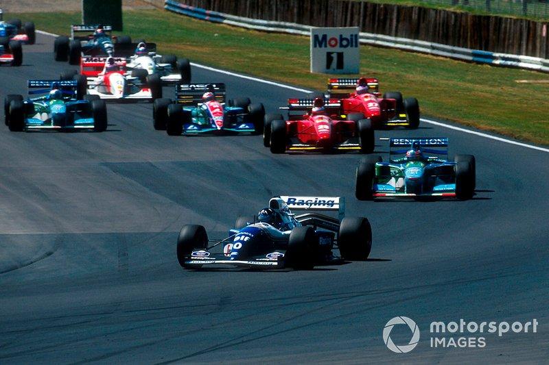 Damon Hill, Williams FW16 , führt vor Michael Schumacher, Benetton B194