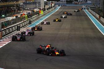 Daniel Ricciardo, Red Bull Racing RB14, leads Romain Grosjean, Haas F1 Team VF-18, Esteban Ocon, Racing Point Force India VJM11, Max Verstappen, Red Bull Racing RB14, Sergio Perez, Racing Point Force India VJM11, and Carlos Sainz Jr., Renault Sport F1 Team R.S. 18
