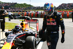 Даниэль Риккардо, Red Bull Racing, и Макс Ферстаппен, Red Bull Racing RB12 в закрытом парке