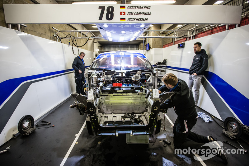 #78 KCMG Porsche 911 RSR tamir ediliyor