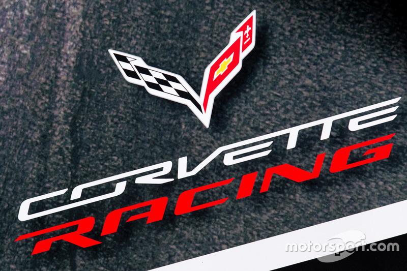 Зона Team AAI і лого Corvette Racing