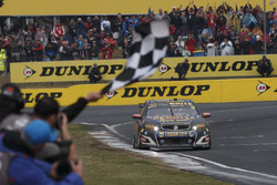 Race winners David Reynolds, Luke Youlden, Erebus Motorsport Holden takes the checkered flag