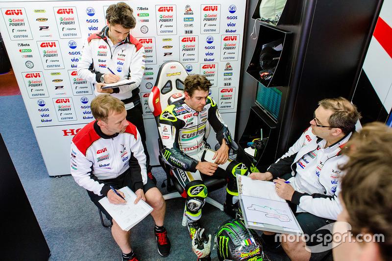 Cal Crutchlow, Team LCR Honda, et Marco Barbiani, ingénieur de données du Team LCR Honda