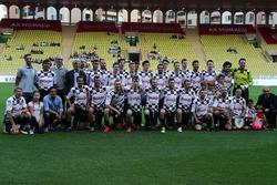 Foto grupal de jugadores del partido de fútbol World Stars en Louis II Stadium