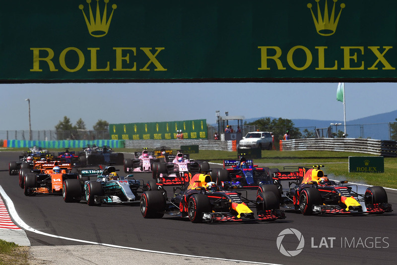 Daniel Ricciardo, Red Bull Racing RB13 y Max Verstappen, Red Bull Racing RB13 al inicio