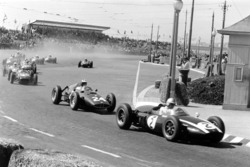 Jack Brabham, Cooper T53-Climax, leads Dan Gurney, BRM P48, John Surtees, Lotus 18-Climax and Stirling Moss, Lotus 18-Climax