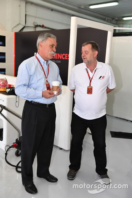 Председатель Formula One Group Чейз Кэри и Пол Стоддарт