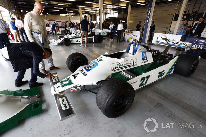 Pastor Maldonado ve Alan Jones Williams FW07