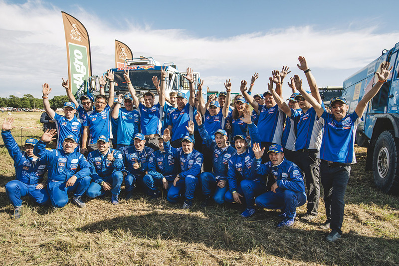 Winner Eduard Nikolaev, Kamaz Master celebrate with the team