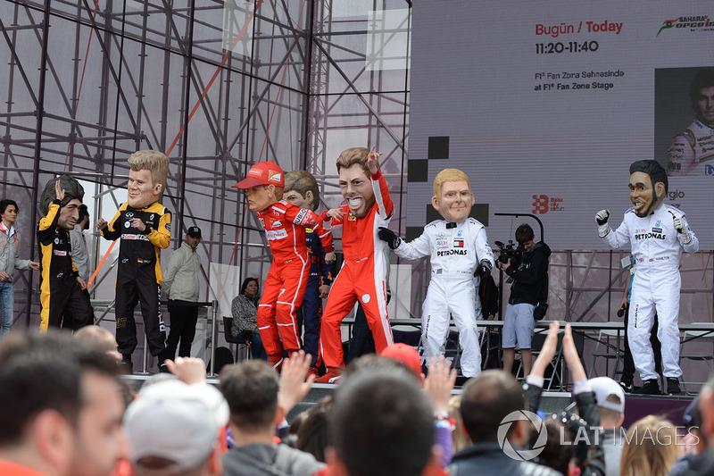 Куклы гонщиков