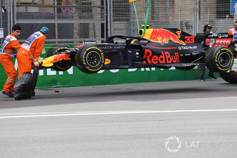 El accidentado coche de Max Verstappen, Red Bull Racing RB14