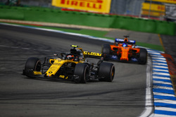 Carlos Sainz Jr., Renault Sport F1 Team R.S. 18, Fernando Alonso, McLaren MCL33