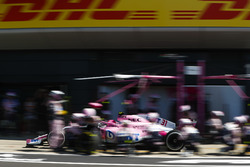 Esteban Ocon, Force India VJM11,en pits