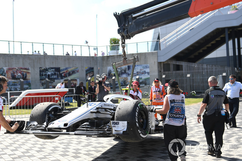 La monoposto incidentata di Charles Leclerc, Sauber C37