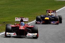 Fernando Alonso, Ferrari F2012 devant Sebastian Vettel, Red Bull Racing RB8
