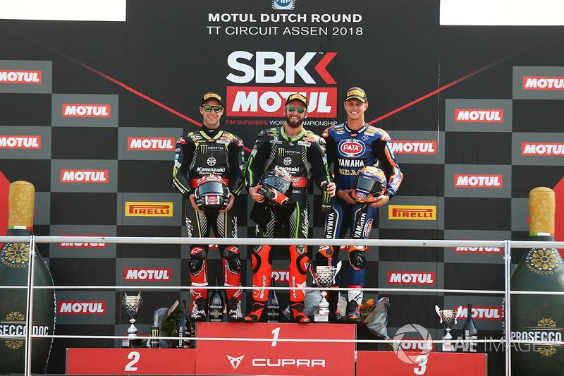 Sur le podium, le vainqueur Jonathan Rea, Kawasaki Racing, le deuxième, Michael van der Mark, Pata Yamaha, le troisième, Chaz Davies, Aruba.it Racing-Ducati SBK Team