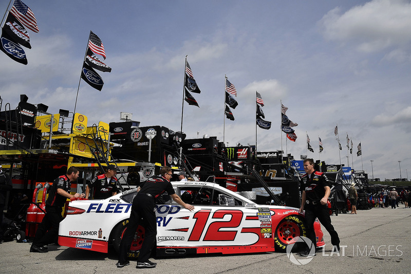 Ryan Blaney, Team Penske, Ford Fusion REV Group crew